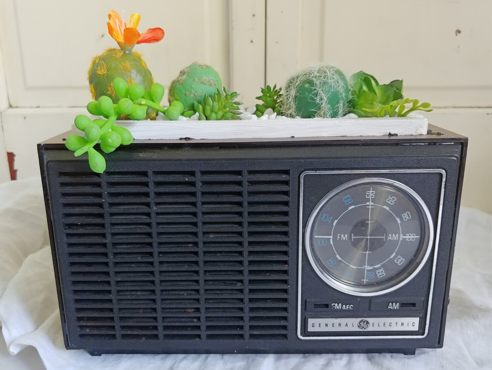 upcycled vintage radio planter