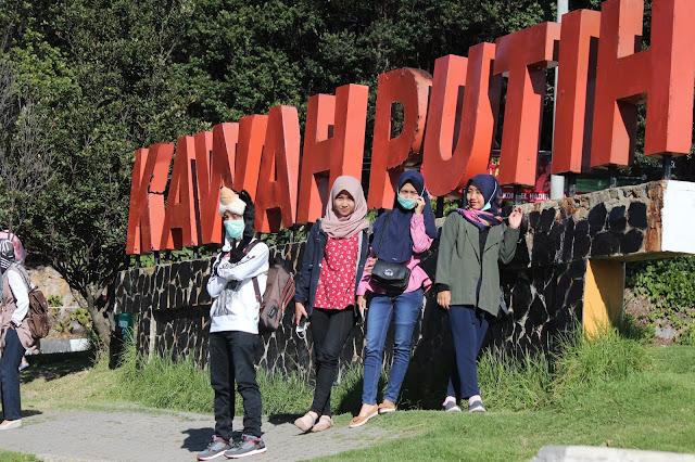 Jadi Baru Kebumen 2018 Tour To Bandung, Best Momen- di depan tulisan kawah putih