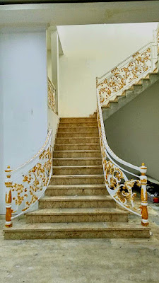 balkon mewah untuk rumah klasik