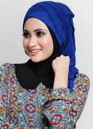 Model Hijab Kebaya Untuk Wisuda Modis Masa Kini