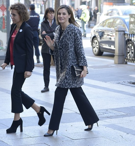 Queen Letizia wore Hugo Boss Printed Coat with Wool, Uterque Peplum Nappa Top and Magrit pumps, carried Uterque Studded messenger bag