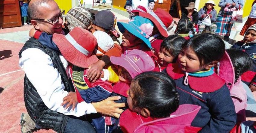 Ministro de Energía y Minas explicará a escolares desarrollo de obras de electrificación rural en la región Huancavelica