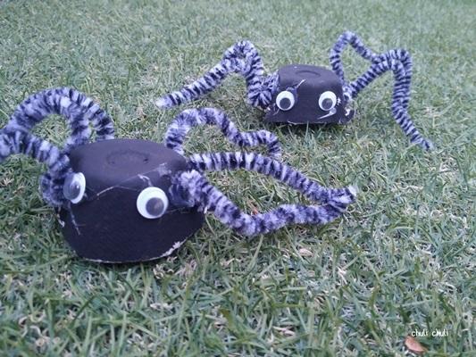 arañas con hueveras y limpia pipas, muy terrorificas