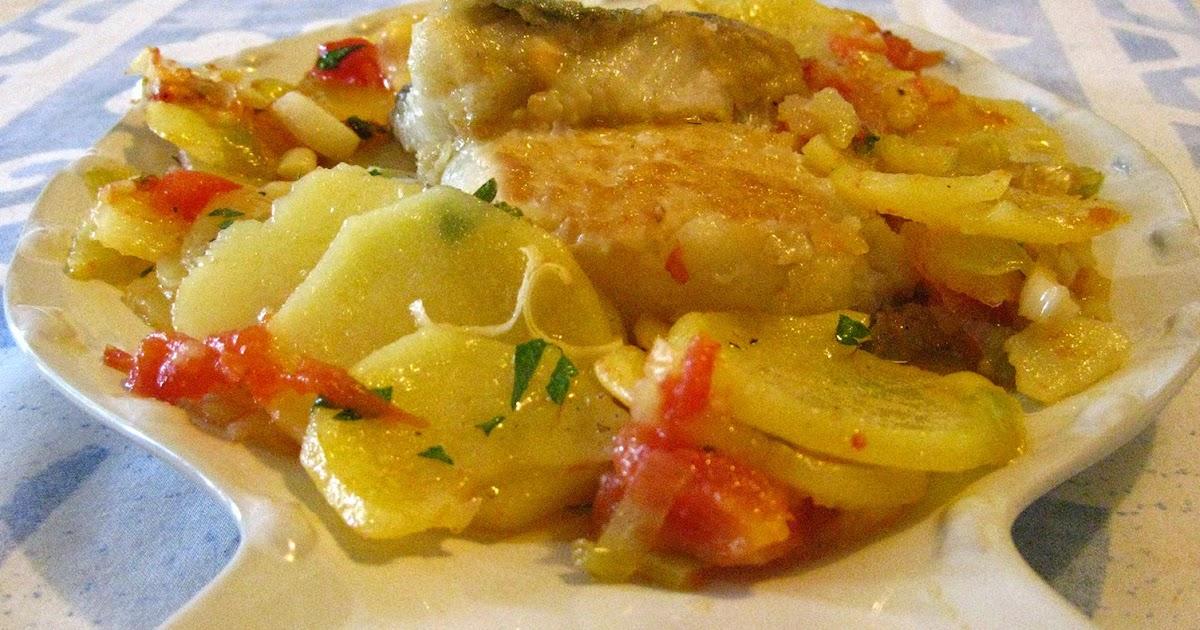 Laurel y tomillo bacalao frito con patatas y tomates - Patatas en caldo con bacalao ...
