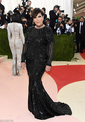 kris jenner shows off her outfit on the red carpet of met gala 2016
