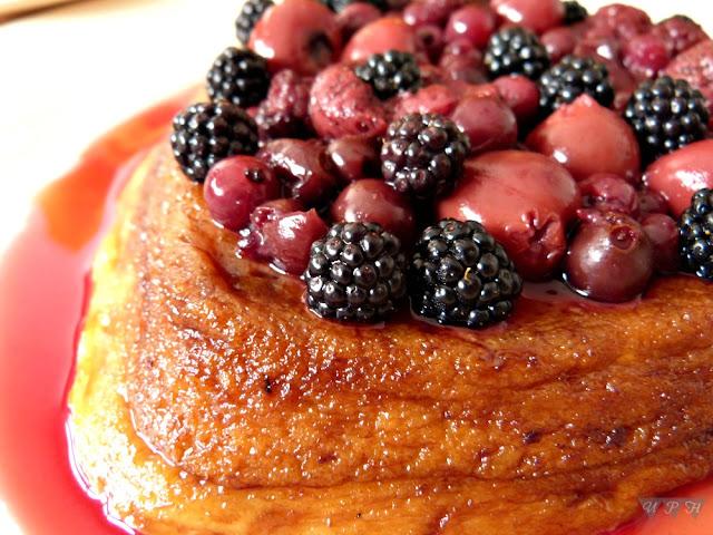 Flan de galletas María y frutos rojos al microondas
