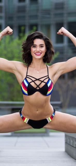 Ella es la hija de van Damme, y es experta en artes marciales