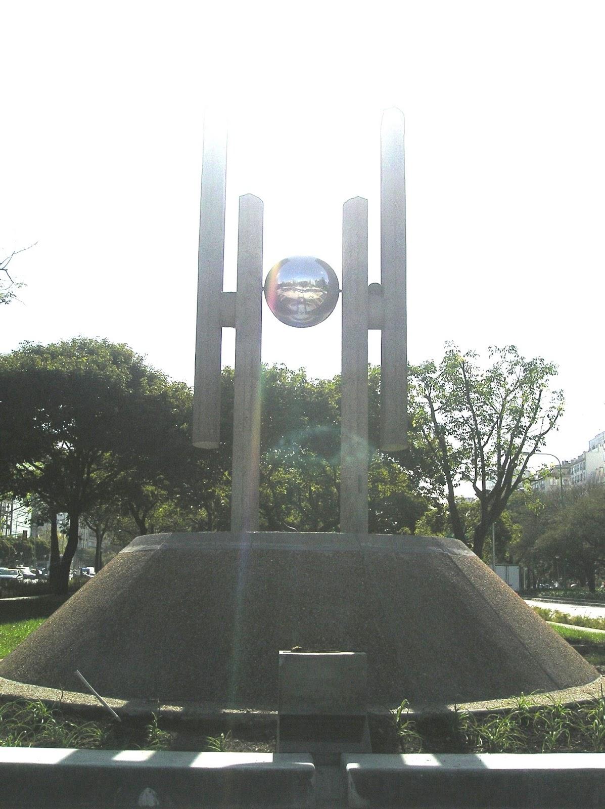 Decir silencioso monumento democracia 1999 avda 9 de for Hoteles en marcelo t de alvear buenos aires
