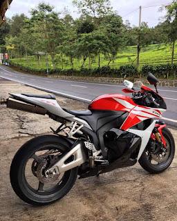 BURSA MOGE BEKAS FACEBOOK : Dijual Honda CBR600 Tahun 2012