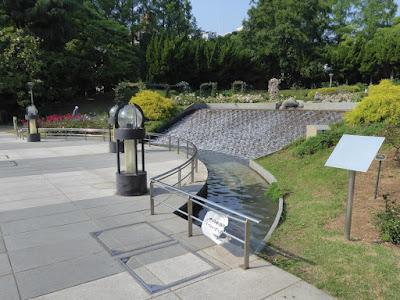 靭公園(うつぼこうえん)のバラ園 滝