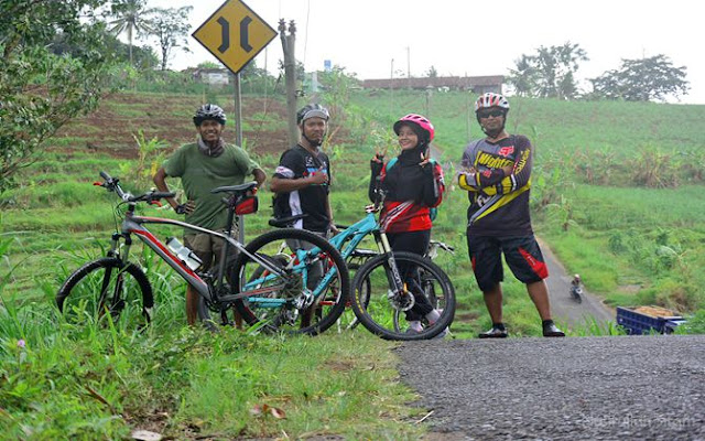 Formasi lengkap kawan bersepeda