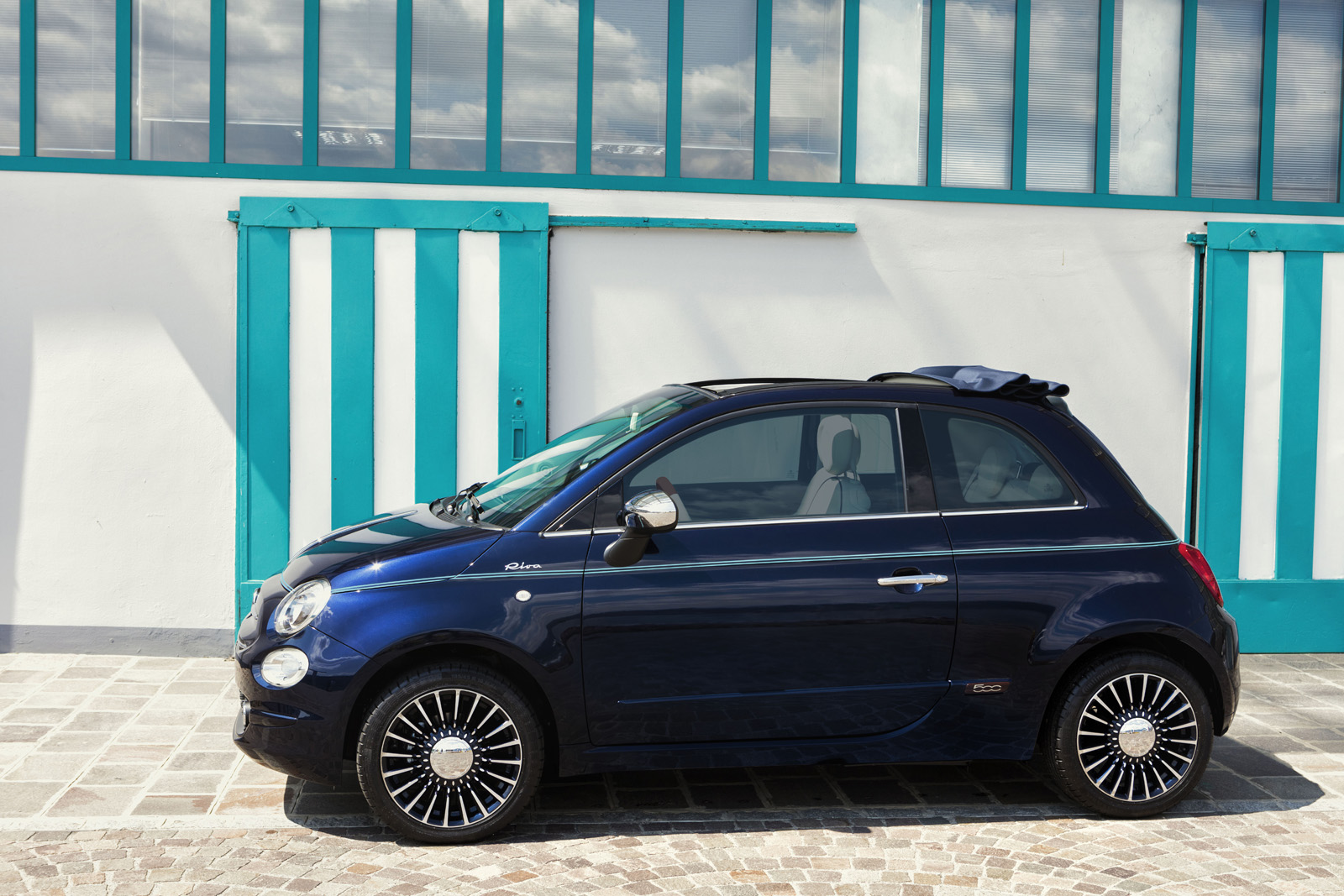 fiat 500 riva edition channels the spirit of the luxury yachting. Black Bedroom Furniture Sets. Home Design Ideas