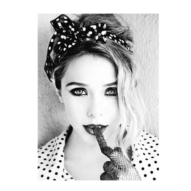 Elizabeth Olsen Looks Hot in Photoshoot