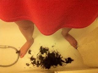 Se le cae el pelo del coño.