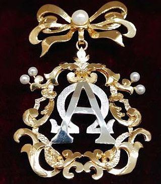 Broche de la Virgen de la Aurora de la Hermandad de la Resurrección de Sevilla