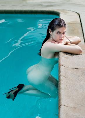 Alexandra Daddario full nude in heels
