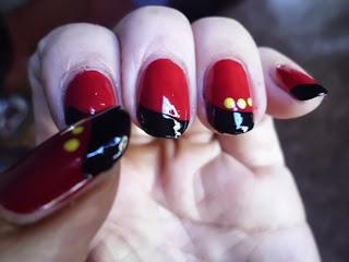 manicura fantasia roja y negra