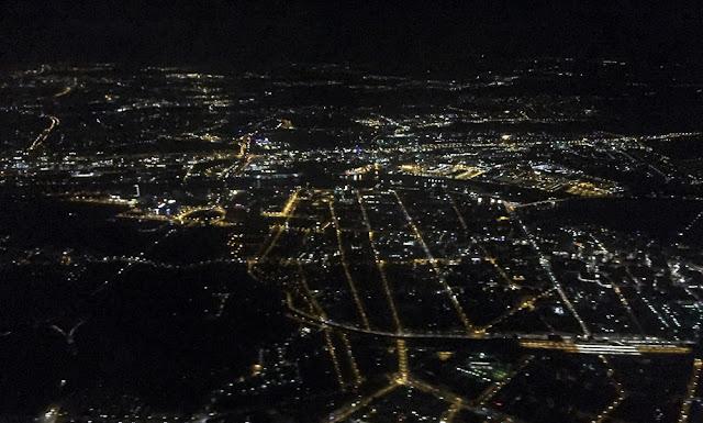 Valojen karttaa Frankfurtin yltä kuvattuna