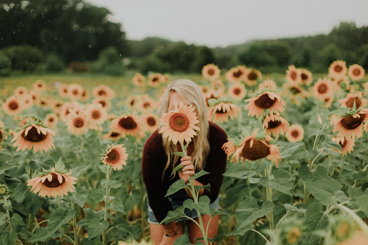 raleigh sunflower field, armadio italian handbag, life and messy hair, nc photographer, lifestyle blogger, nc blogger, nc lifestyle blogger, raleigh photographer, xo samantha brooke, life and messy hair, sam brooke photo, samantha brooke photography