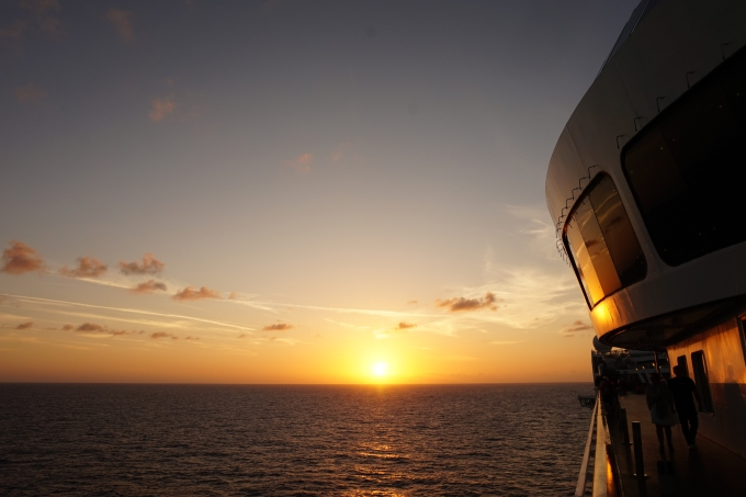 MSC Divina, Karibian risteily, auringonlaskut merellä