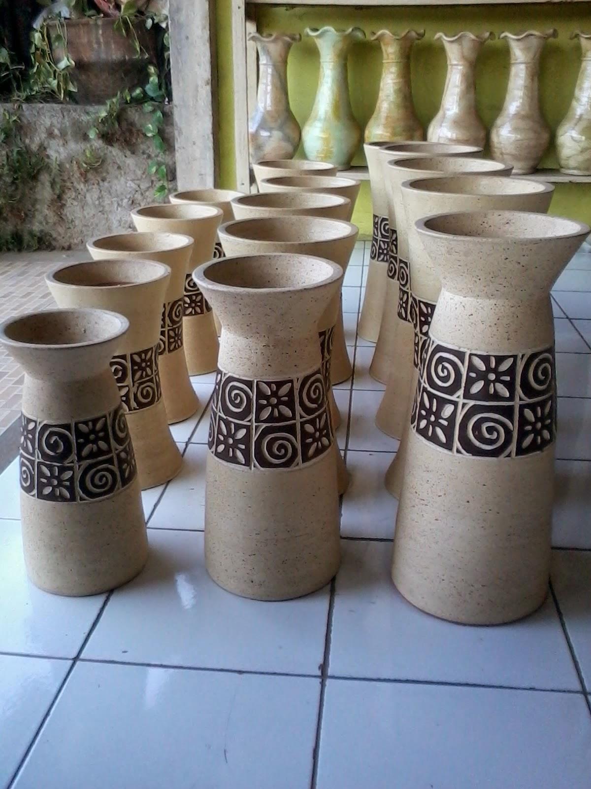 Jual Macammacam GerabahKeramik  Pot Bunga Pot Clay Vas Kendi Celengan dll