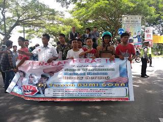 Aliansi Lintas Generasi Muda Nusa Tenggara Barat menolak kedatangan Neno Warisman, Haikal Hasan, dan Rocky Gerung ke NTB.