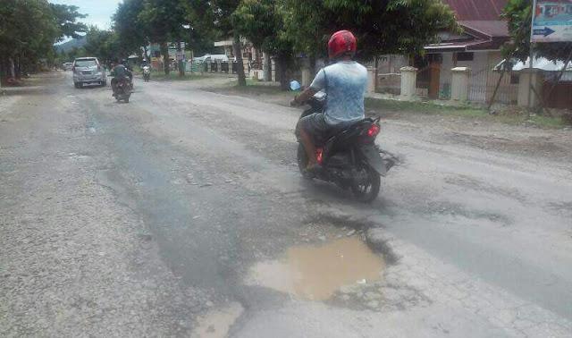 Waspada, Jalan Poros Palopo-Masamba Banyak Berlubang