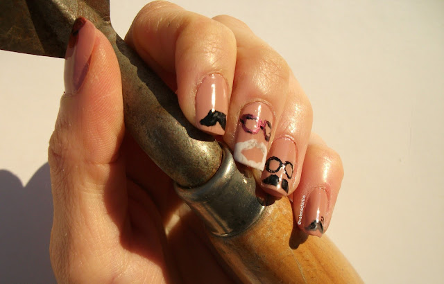"""Archaeo"" nails: archaeologists with moustaches manicure made by Valentina Chirico"