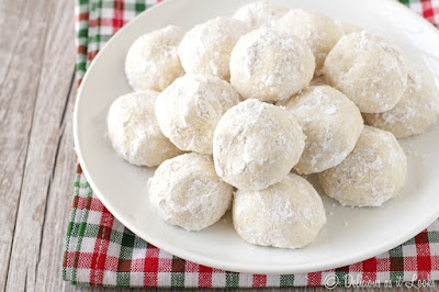 Low-FODMAP Snowball Cookies  /  Delicious as it Looks