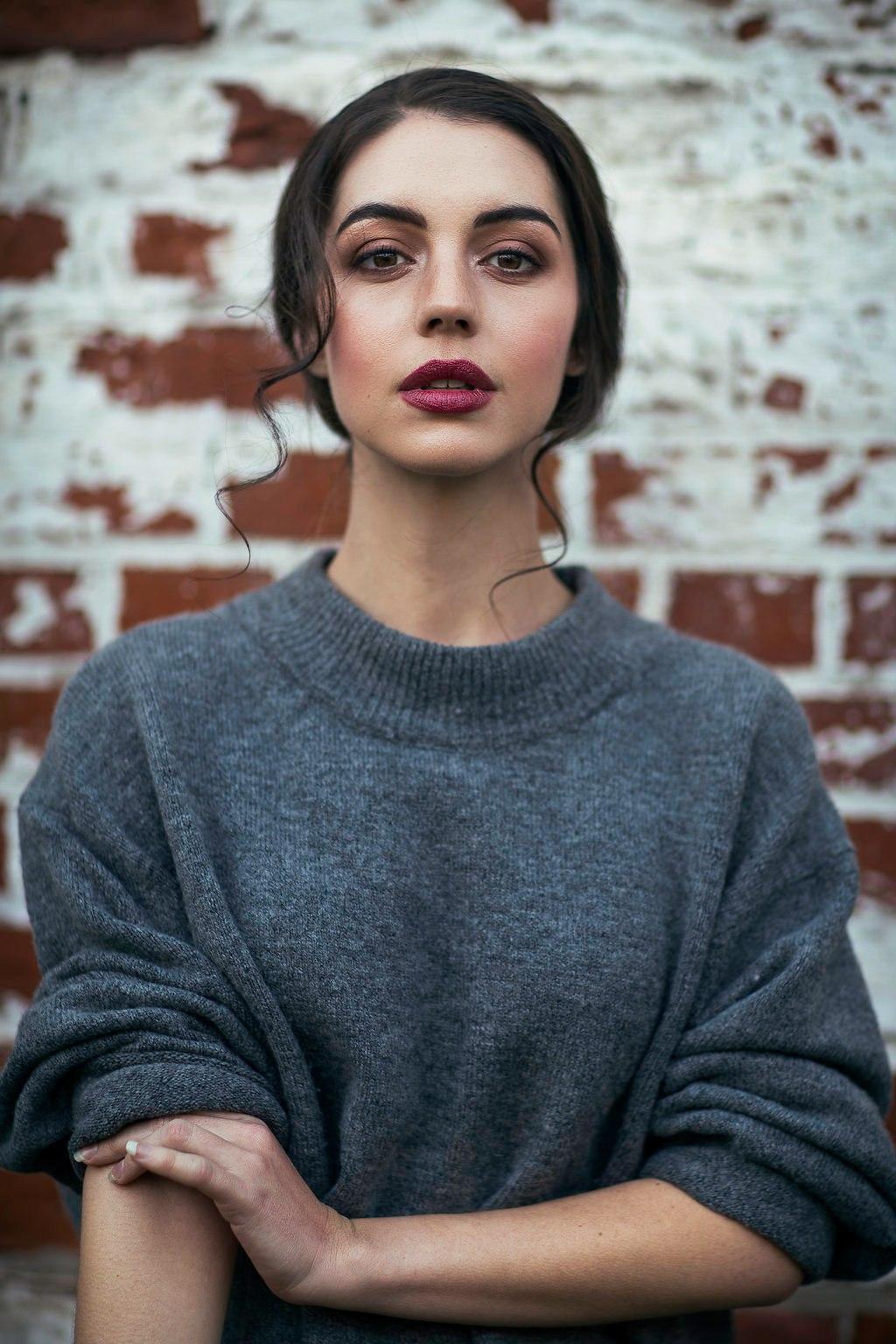 Australian Beauty Adelaide Kane (13 Photos)