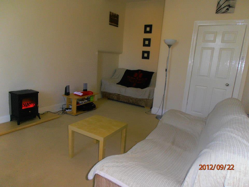 Glasgow-i lakás nappalija kandallóval
