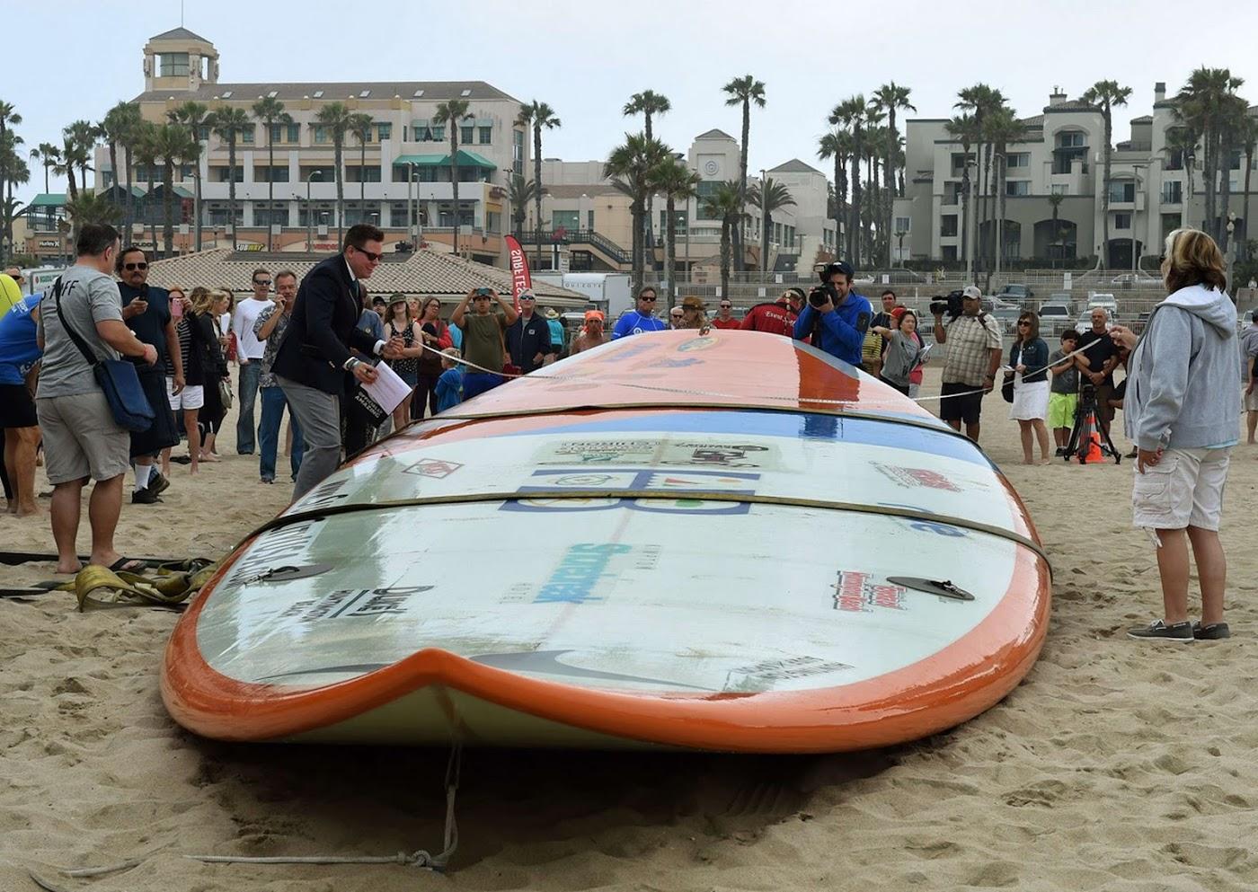 Worlds largest surfboard 06