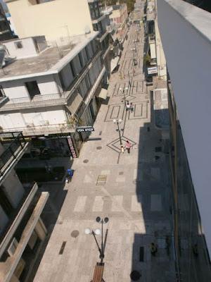 Επιτέλους και μία σωστή κίνηση του Δήμου Ηγουμενίτσας - Καθαρίζουν με πιεστικά τον πεζόδρομο