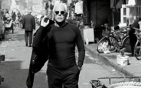 c26e2dff012 Giorgio Armani sabe o valor da autoindulgência que seus produtos de luxo  proporcionam