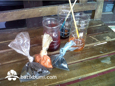 Pewarna kimia batik (Remasol)