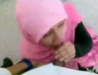 Jilbab Pink Kulum Penis & Ngentot