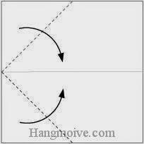Bước 2: Gấp chéo hai góc giấy vào trong.
