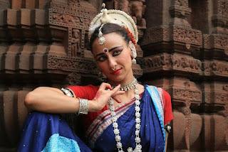 Sesc traz dança clássica indiana na sexta, show de Paulo Dáfilin no sábado e rock´n´roll no domingo com o trio Caio Durazzo