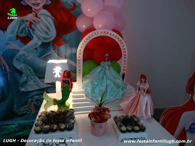 Mesa decorada provençal para festa de meninas com o tema Ariel