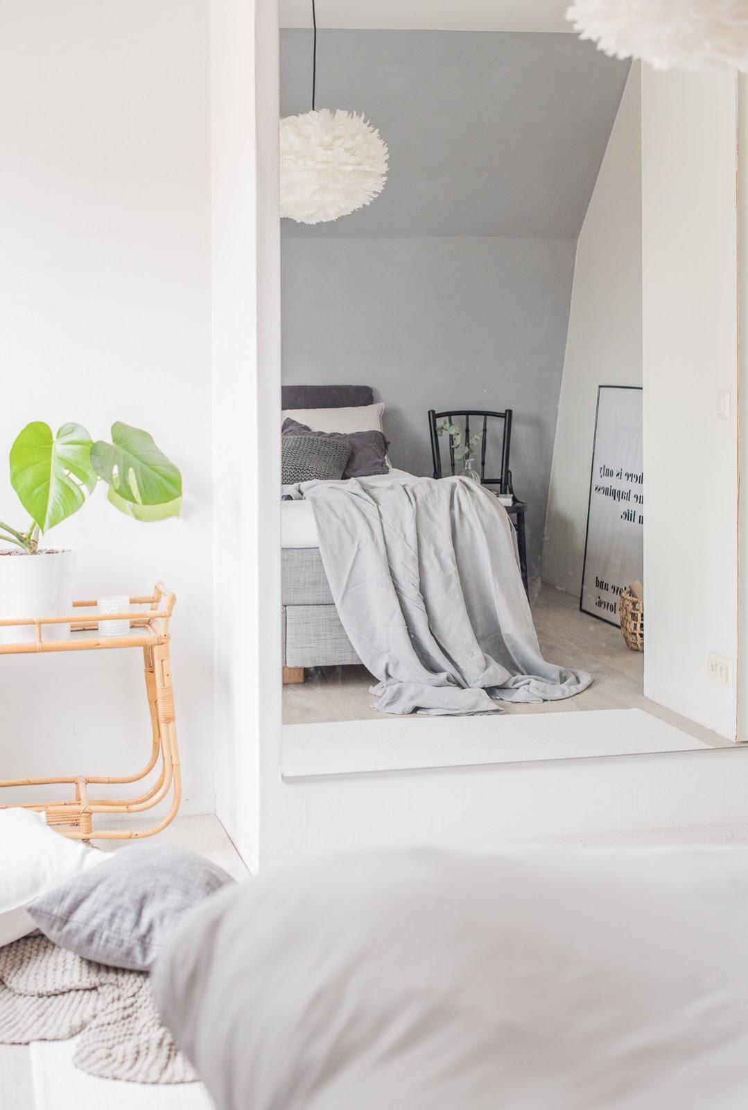 vita eos makuuhuoneessa, höyhenvalaisin, näyttävä  valaisin makuuhuoneeseen