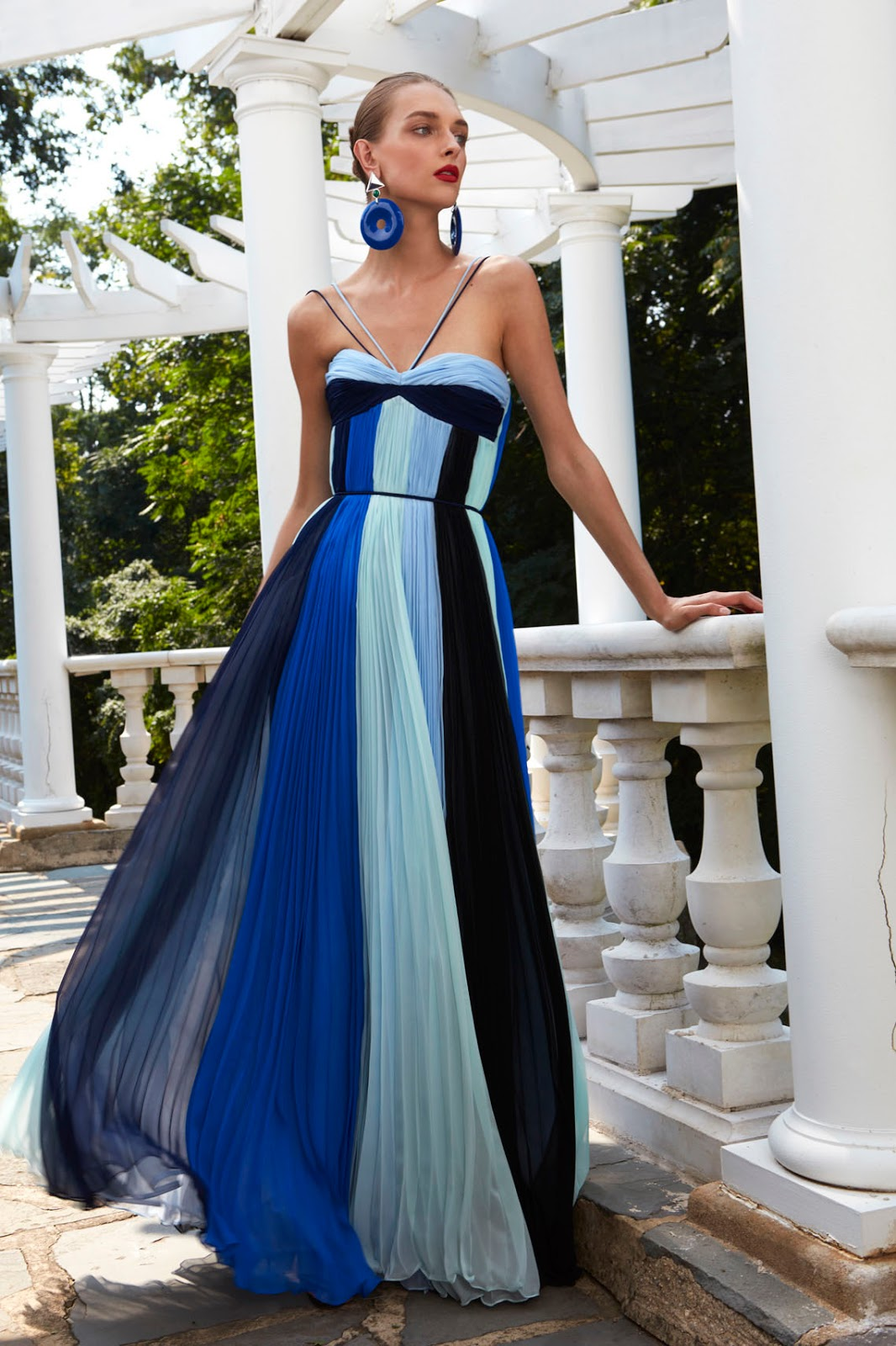 0018ef859c44 While surfing this afternoon on internet I found these stunning gowns from  fashion designer Elizabeth Kennedy for Spring 2017. Aren t they gorgeous to  see