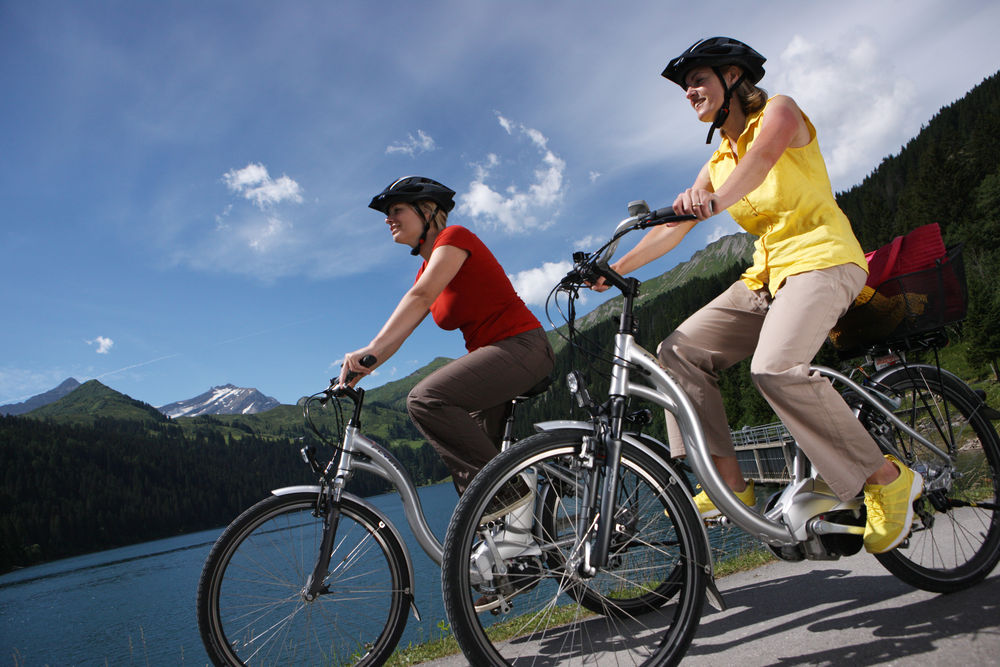 You will find more than 90 miles of bike trails throughout Saanenland. Photo: Gstaad Saanenland Tourismus.