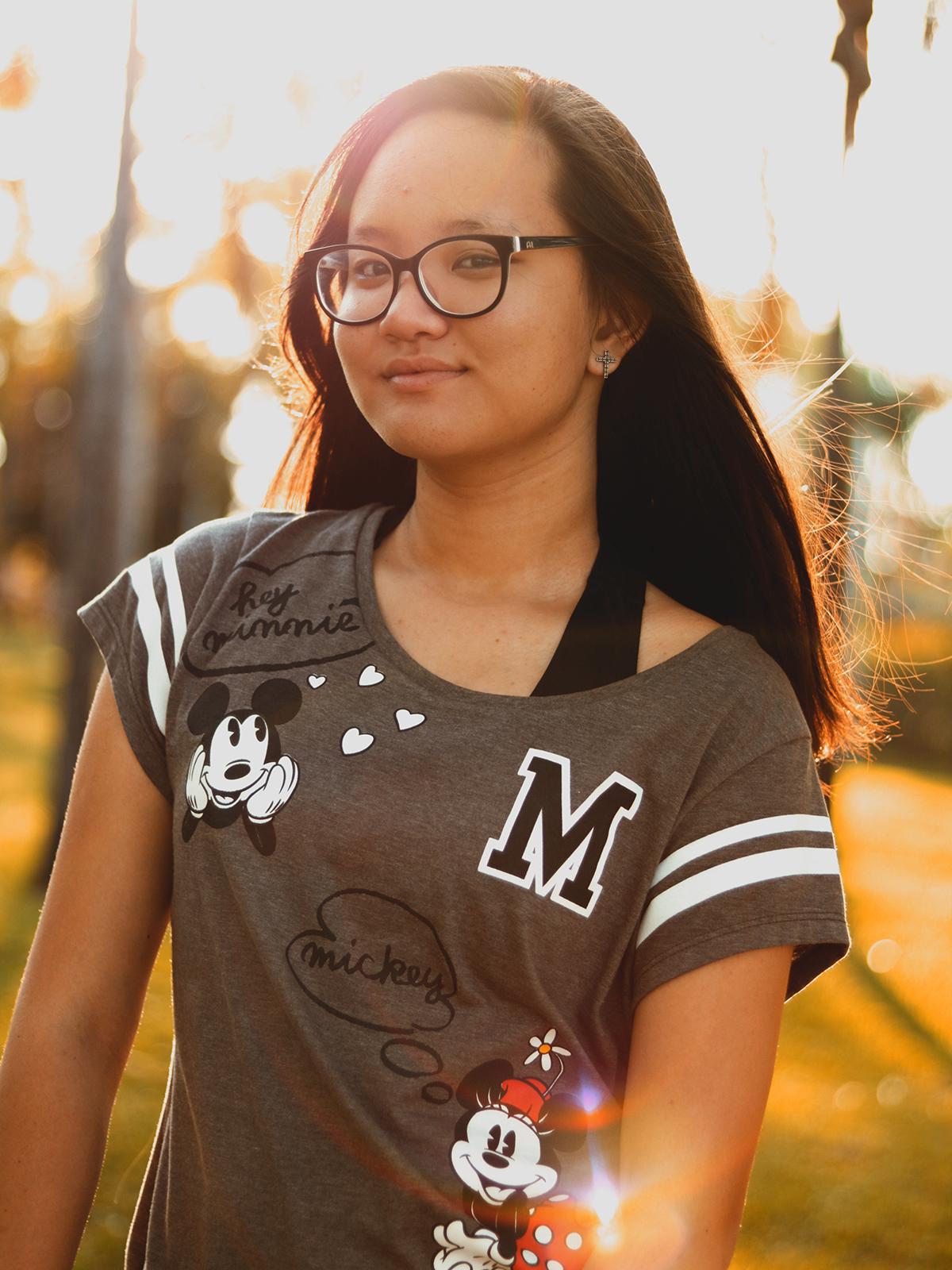 foto retrato garota fundo luz natural sol