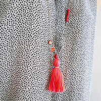 http://www.ohohdeco.com/2015/04/how-to-make-tassel-necklace-pendant.html