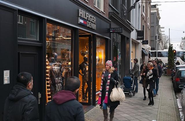 amsterdam pchooftstraat 02 700x500 - Jalanan Di Dunia Yang Paling Oke Buat Kamu Yang Hobi Shopping