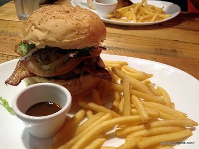 Está Chovendo Hambúrguer - Bacon Paradise