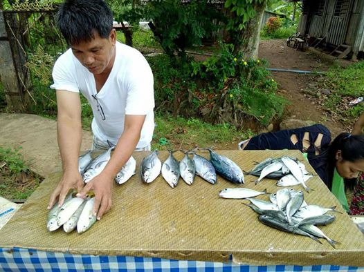 This Pinoy Priest Sells Fish Because He Wants to Renovate a Church for His Community! ABSOLUTELY INSPIRING!