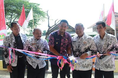 Gedung PGRI Cabang Cipicung, Diresikan Wakil Bupati
