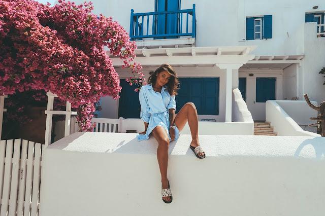 Niebieska koszulowa sukienka / #Mykonos w tle - Czytaj więcej