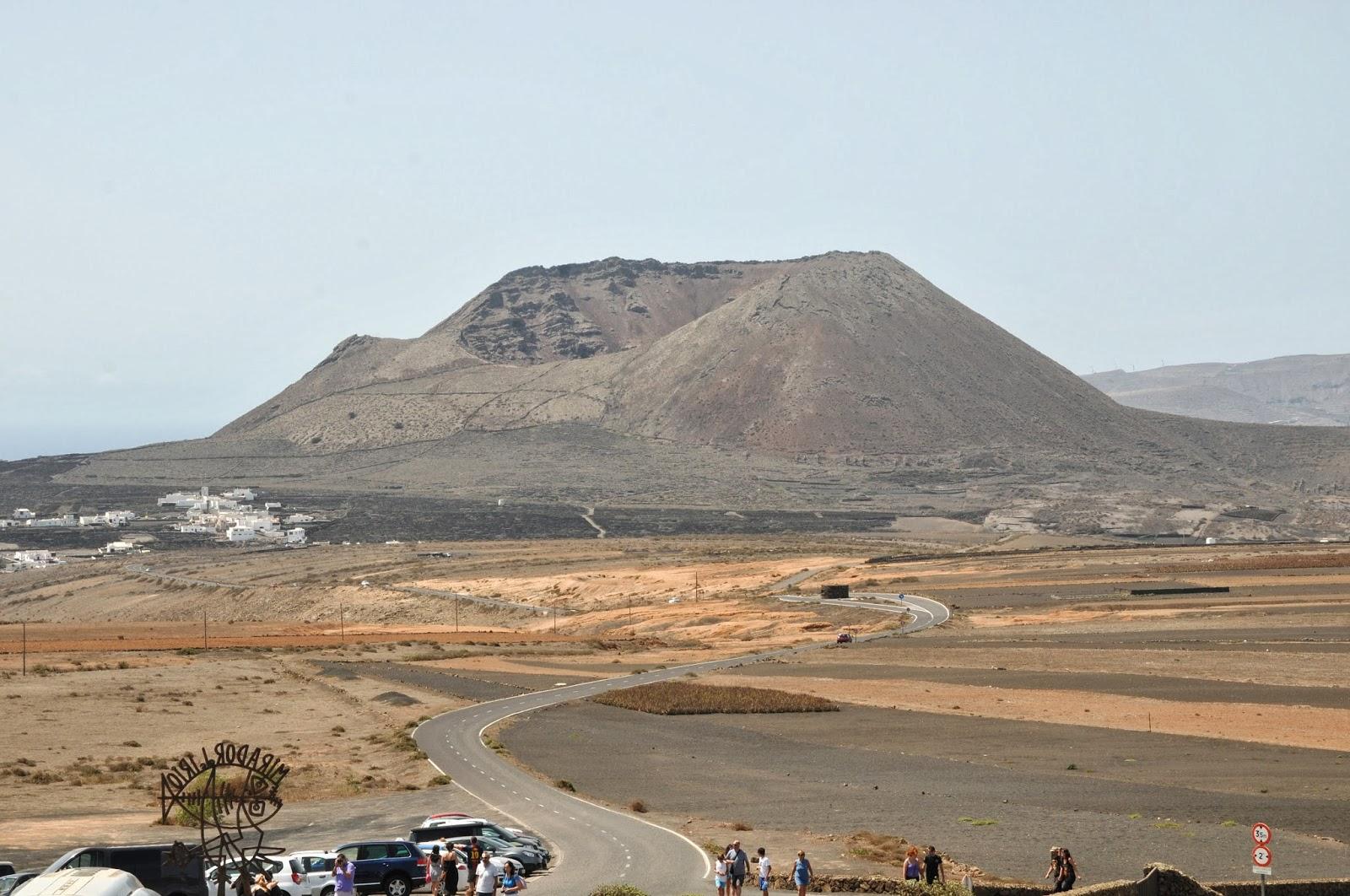 Cosa non perdere a Lanzarote: ammirare il panorama dal Mirador del Rio